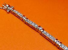 """Afbeelding van """"Rijen zirkonia"""" tennisarmband in sterling zilver met kast gezette kubiek zirkonia en railzettingen"""