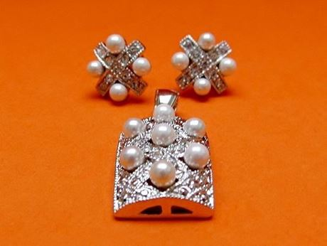 "Picture of ""Diagonal weave"" set of pendant and stud earrings in sterling silver with white cultured pearls"
