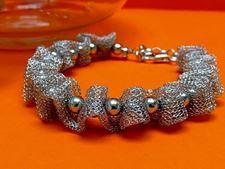 """Afbeelding van """"Fancy Net"""" armband volledig in sterling zilver, gaas doorspekt met gepolijste ronde kralen"""