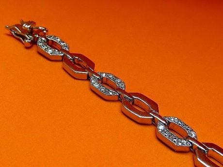 "Picture of ""Octagonal link"" bracelet in sterling silver of which every second link is inlaid with round cubic zirconia"