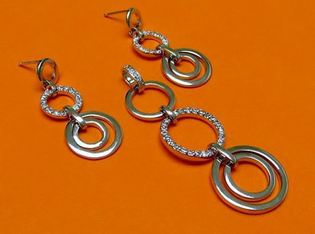 """Picture of """"Perfect circles"""" set of pendant and dangle earrings in sterling silver, an alternation of plain silver circles and circles inlaid with round cubic zirconia"""