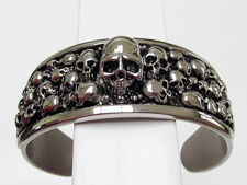 Picture of Stainless steel bangle with skull decoration, 28 mm width, size large