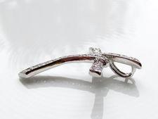 "Afbeelding van ""Gelatiniseerd Tau Kruisje"" hangertje in sterling zilver volledig versierd met ronde kubiek zirkonia"