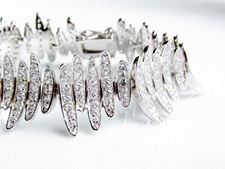 Picture of «Undulated Elliptical leaves», a wide bracelet in sterling silver for a stunning modern look