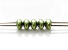 Afbeelding van 5x2.5 mm, SuperDuo kralen, Tsjechisch glas, 2 gaatjes, ondoorzichtig, suede goud, varen groen
